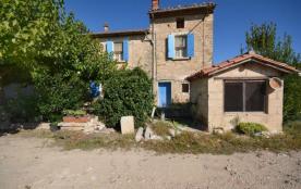Gîtes de France La Patine. Au pied du Mont-Ventoux, partie de ferme indépendante avec des dépenda...