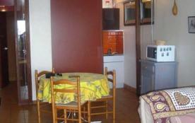 Studio équipé pour 4 personnes en rez-de-chaussée d'une résidence située à 50 m de la plage.