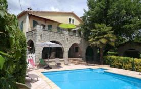 Le Chene Blanc, belle maison indépendante entièrement restaurée en 2013 et bénéficiant d'une pisc...