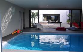 Très belle villa avec piscine intérieure pour 8 personnes à Porspoder