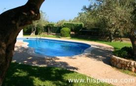 Maison à la campagne peut accueillir jusqu' à 10 personnes. La piscine privée aux formes original...