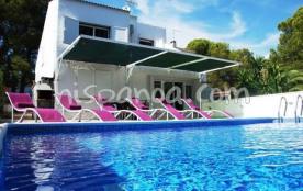 Découvez cette villa avec piscine priv&ea