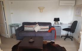 le salon et le coin bureau