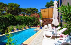 dans villa de charme avec piscine, loue studio mezzanine - Narbonne