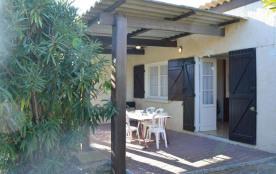 Saint Pierre la Mer (11) - Quartier du Centre - Rue des Cistes. Maison 4 pièces - 70 m² environ -...