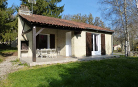 LGCAS02- N°8 -Village Gites communaux-6 pers- PISCINE - CASSENEUIL