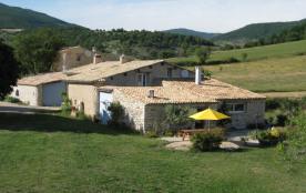 Gîte provençal dans ferme restaurée isolée en pleine nature