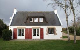 Belle villa de 120m² sur un jardin clos de 800 m², située en Baie de Morlaix et proche de la Côte...