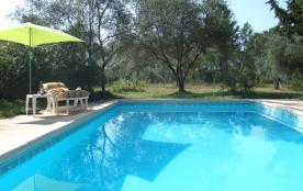 Villa de plain-pied Flayosc avec piscine privée sur terrain 17 ares endroit très calme 2 à 6 personnes, animaux admis