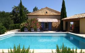 Piscine carrée en pleine nature, cuisine d'été, 12 personnes, cheminée. Avignon