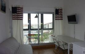 Appartement situé au 3ème étage d'une résidence avec piscine, ascenseur, en bordure de plage