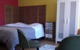 Chambre I (rez de chaussée): lit double / 180 cm, armoire, commode, coin salon