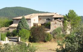 Location de charme dans Mas fortifié - piscine 17 X 8 m domaine privé 10 hectares 12 pièces + 6 salles de bains + 7 wcs