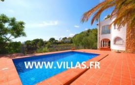 Villa sur deux étages avec vue sur la mer située dans la zone de Benimeit à Moraira, à environ 4 ...