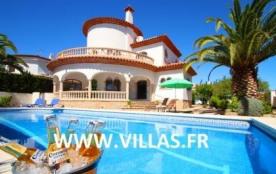 Attrayante villa pour 6 à 8 personnes avec piscine privée.