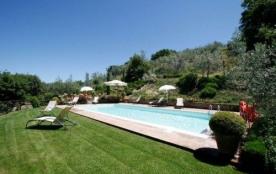 Superbe demeure en position privilégiée sur les collines entièrement restaurée ; piscine privée 5...