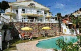 La villa « Merce » est située dans une petite ville appelée Santa Susanna, juste à côté de Malgra...