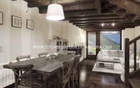 Bosque es una magnifica casa unifamiliar situada en la Pleta de Nhêu a pie de pistas en la cota 1...