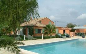 Maison de campagne typique, située près d'Arles, entre la Provence et la Camargue.