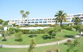Appartement deux pièces de 35 m² environ pour 5 personnes sur le quai d'honneur de Port Camargue,...