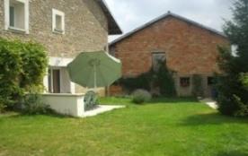 Ancien bâtiment de ferme rénovée en gîte dans un cadre agréable et chaleureux avec jardin privati...