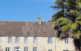 Aux portes de la presqu'île de la Hague, ce village est aussi à mi-distance entre Cherbourg et la...