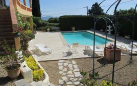 SAINT-AYGULF - Appartement spacieux donnant sur la piscine