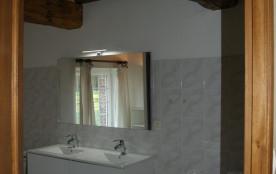 salle de douche meublé 3 à 4 personnes