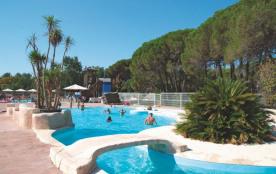 Bungalow 4-6 personnes - Le camping se situe entre les Maures et L'Esterel, à proximité de la mer, situé au cœur d'un...