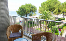 Juan Les Pins (06) - Front de mer- Rives d'Or - Appartement T2 - 71 m² environ - 4 personnes. Cho...