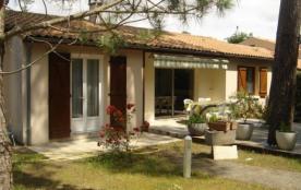 Agréable Villa située dans un quartier calme et boisé, proche plage