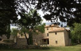 La Sagnuinette est située à Buoux dans le parc régional du Lubéron (Vaucluse : Provence-Alpes-Côt...