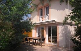 Maison mitoyenne 6 personnes - jardin clos - quartier calme et proche des plages - 40600 Biscarro...