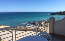 Appartements a louer dans petite résidence en front de mer accès direct à la plage et piscine a disposition