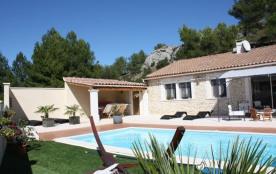 Jullian est une petite maison très agréable et sympathique, avec piscine privée, située dans un q...
