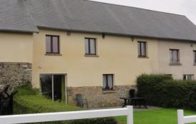 Dans la campagne coutançaise, cette ancienne grange restaurée est située à proximité immédiate de...