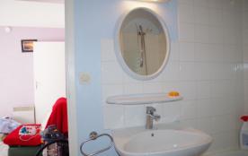 Salle de bains lavabo miroir