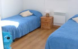 Chambre n°2 avec deux lits d'une personne