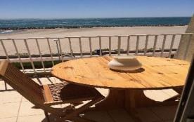 Bel F2 + cabine situé en deuxième étage en bordure de plage pour 4 personnes Palavas rive droite.