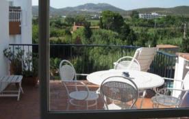 Appartement bien équipé d'une capacité pour 3/4 personnes, en dernier étage, agréable terrasse avec vue sur la montagne.