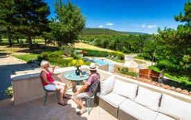 Dans le parc régional naturel du Luberon, joli mas du XIXe siècle rénové en 2010 avec piscine pri...