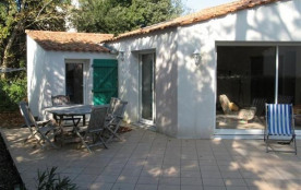 Maison indépendante confortable avec petit jardin clôturé - quartier du phare