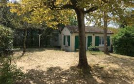Agréable maison de vacances d'environ 120 m² utilisables avec jardin clos et arboré, comprenant.