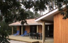 maison en bois au bord du lac de lacanan