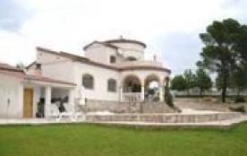 Villa neuve et indépendante avec vue sur mer et à la montagne.