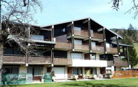 Résidence située au cœur du village, à 3 kms des stations de La Clusaz et du Grand-Bornand, proch...