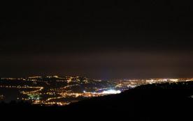 vue sur les feux d'artifice de l'été de Nice au cap d'Antibes