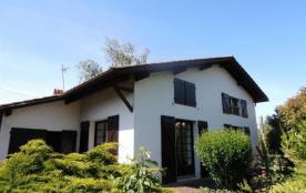 FR-1-2-143 - OLASO 8- Maison rustique  avec jardin fermé dans quartier calme