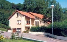 Goûtez au charme de la campagne dans ce gîte proche de Metz et voisin de la demeure historique de...