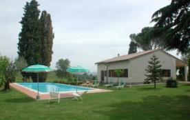 Cette belle maison se situe aux confins naturels entre les provinces de Sienne, Pérouse et Arezzo...